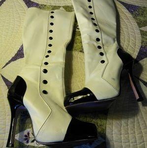 Knee high boots sz8